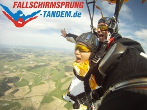 Tandem Fallschirmspringen verschenken