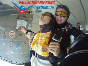 Tandem Fallschirmspringen Körperhaltung Absprung
