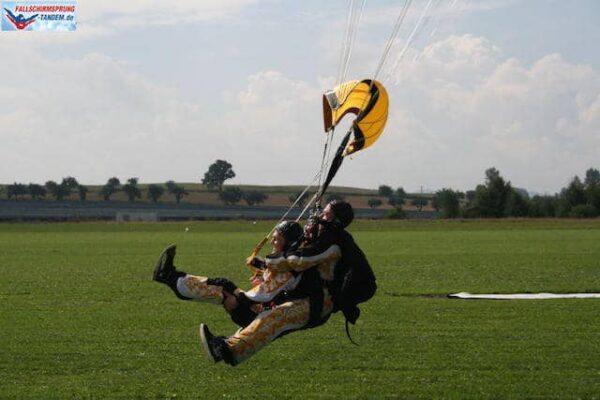 Fallschirmspringen landen