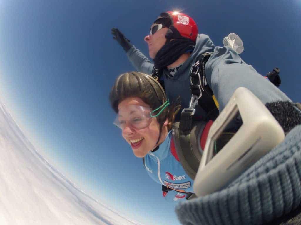 Fallschirmspringen Kundin Lengenfeld in Bayern als Tandemsprung