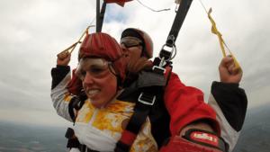 Fallschirmspringen Nürnberg Tandemsprung Kundin