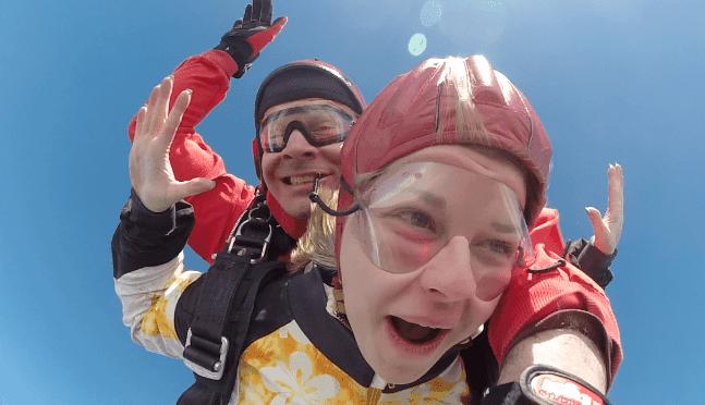 Amberg Fallschirmspringen Kundin Tandemsprung Geschenk