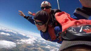 Fallschirmspringen Gutschein Geschenk in Bayern