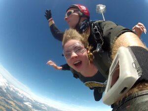 Tandemspringen Fallschirmsprung - pure Geschwindigkeit