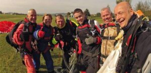 Tandem Fallschirmspringen in der Gruppe
