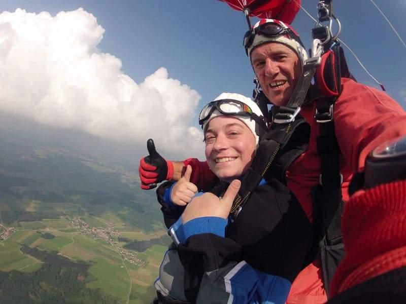Fallschirmsprung Kundin aus Amstetten Niederösterreich 6