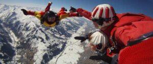 Fallschirmspringen Zell am See über den Bergen