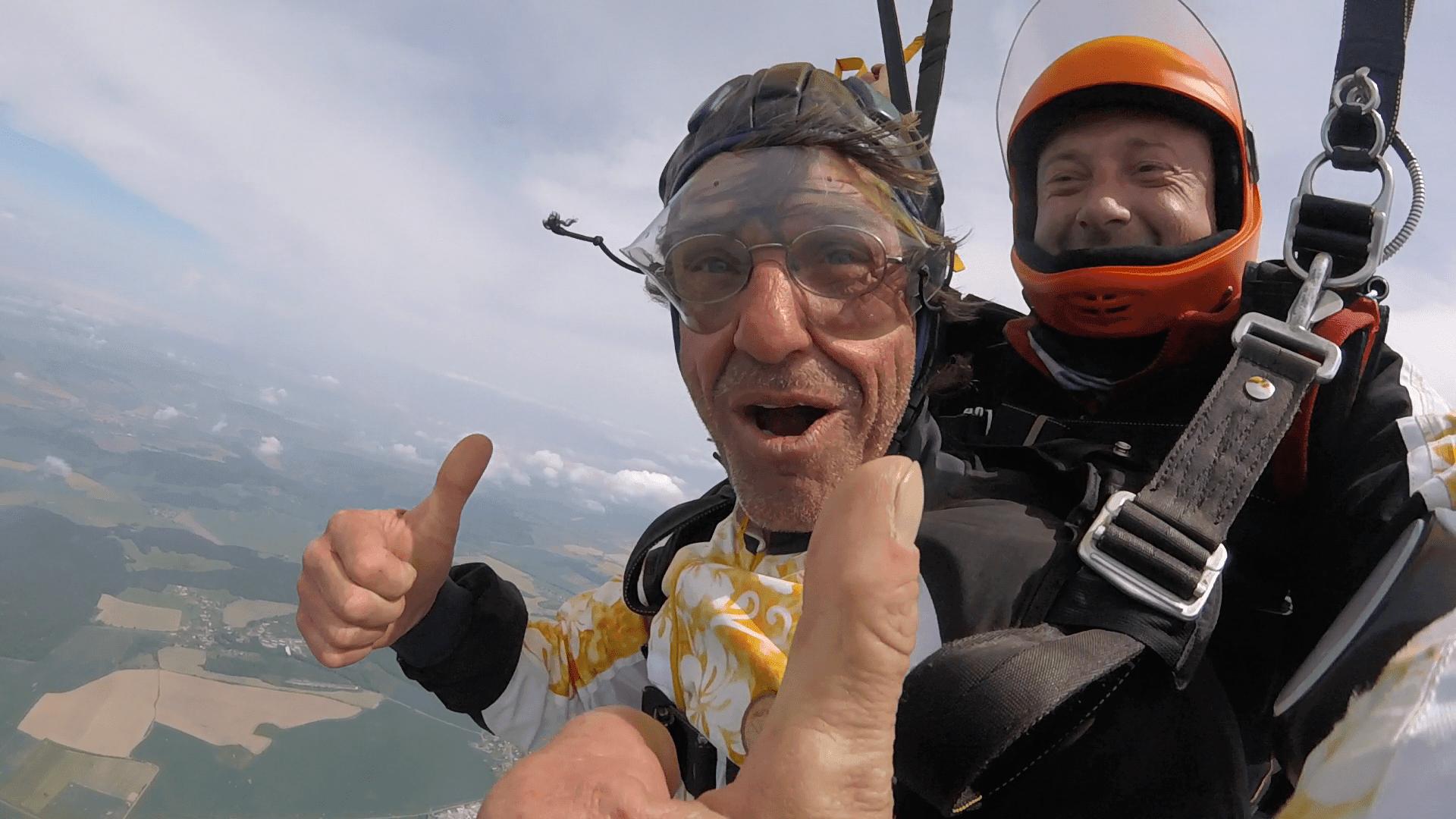6000 Meter Fallschirmsprung Klatovy nach der Schirmöffnung