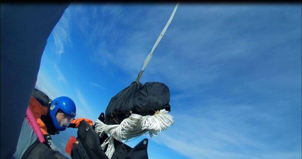 Container Fallschirm Öffnung
