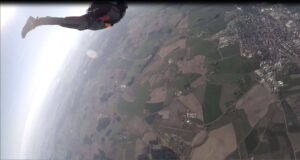 Skydiver trackt von AFF Ausbilder weg