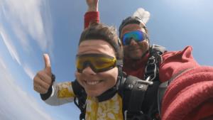 Freifall Schnappschuss beim Tandemspringen Niederbayern
