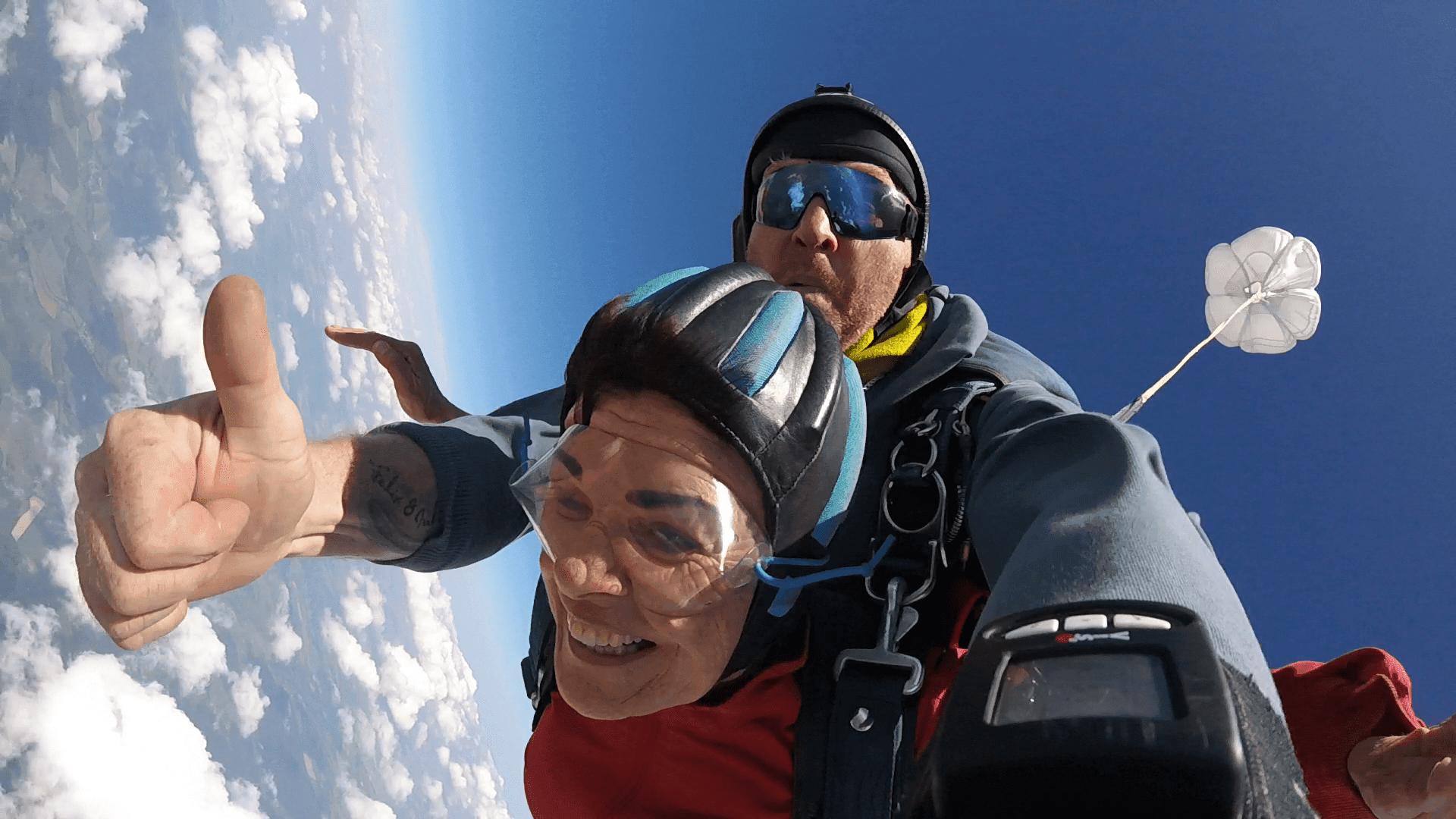 Freifall Smile beim Fallschirmspringen