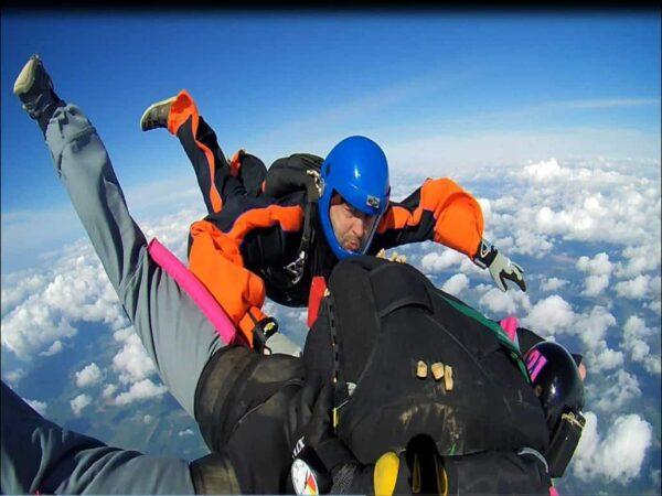 AFF Fallschirmspringen Schüler mit Scheingriffe