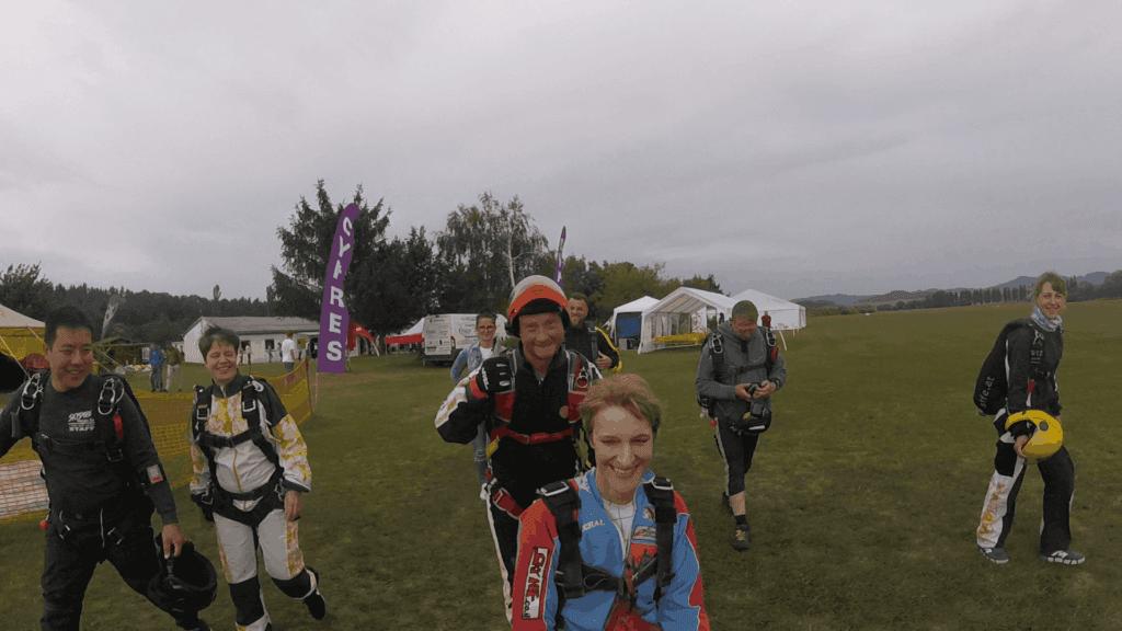 Boarding zum Tandem Fallschirmspringen mit Rollstuhl