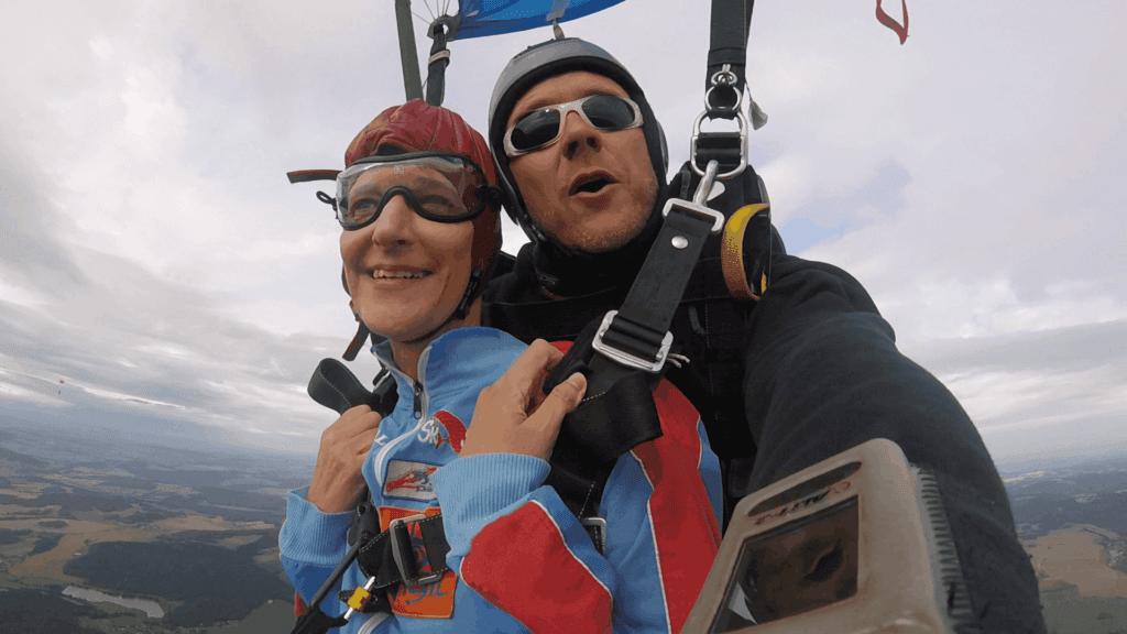 Schirmfahrt Fallschirmsprung mit Rollstuhl